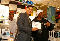 Reggie with a Happy Customer in New York