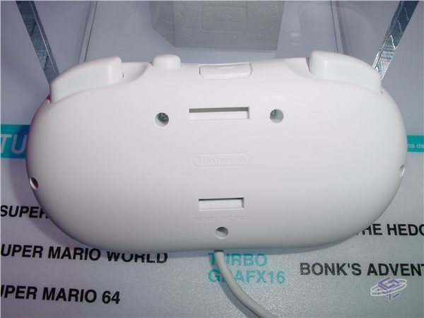 Electronic Entertainment Expo 2006: The Back of the Classic Controller